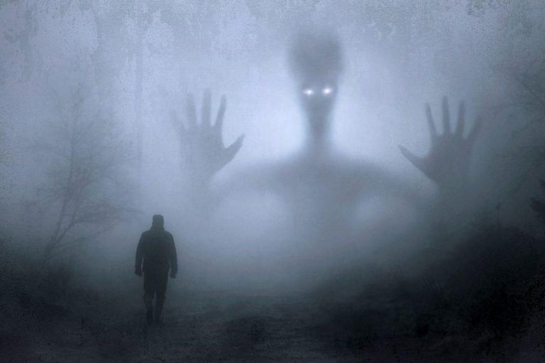 Geist im Nebel als Paranoiagestalt nach dem Cannabiskonsum